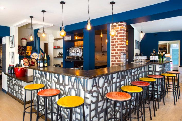 Bar du Bel Ami avec tabourets