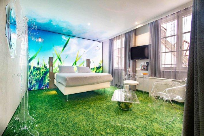 Chambre esprit nature avec mobilier tout en transparence