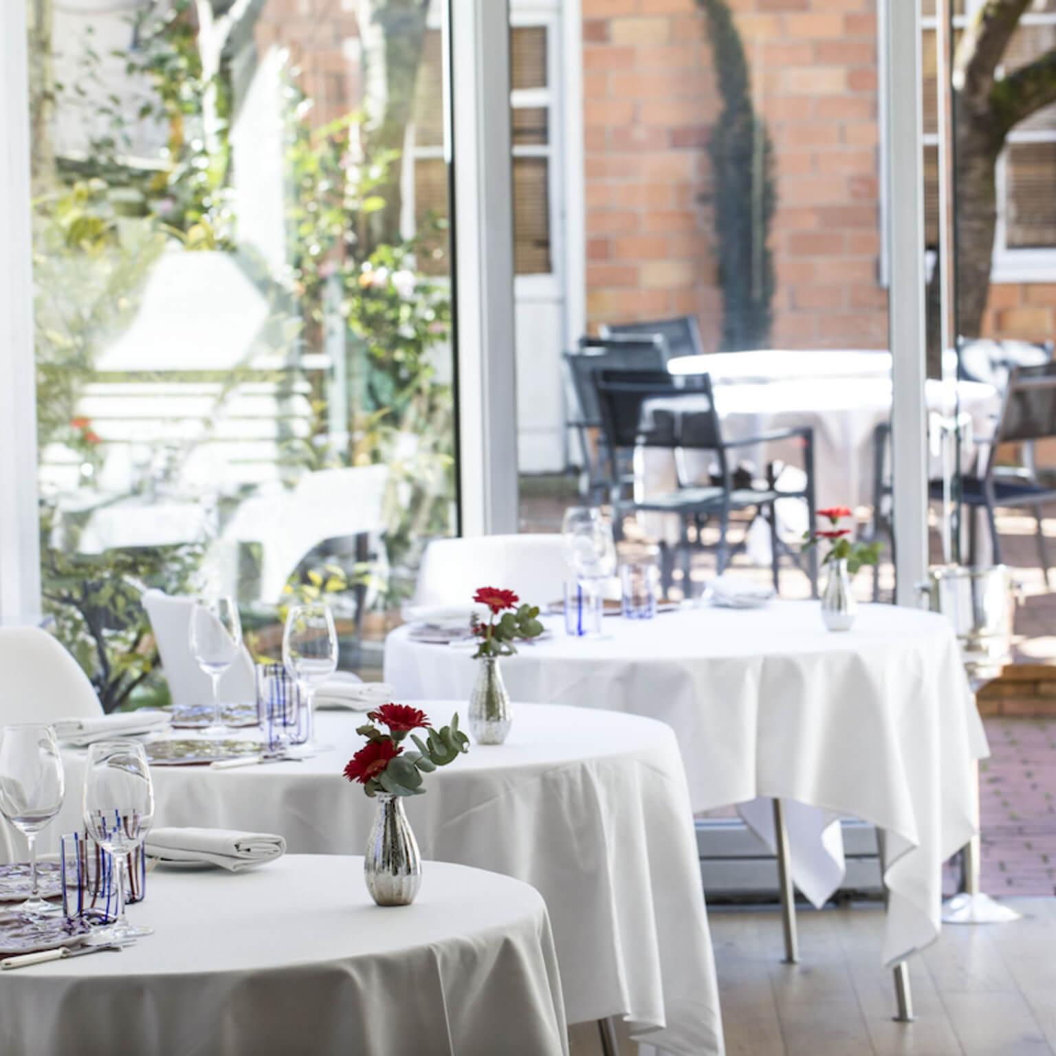 Tables dréssées du restaurant Le Pavillon des Boulevards à Bordeaux