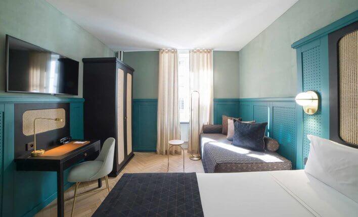 Chambre d'hôtel à la décoration moderne