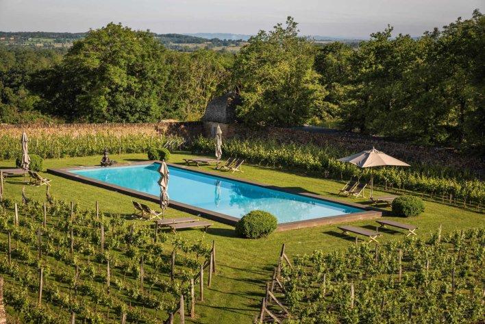 Piscine extérieure au milieu des vignes