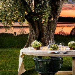Table romantique face au lac