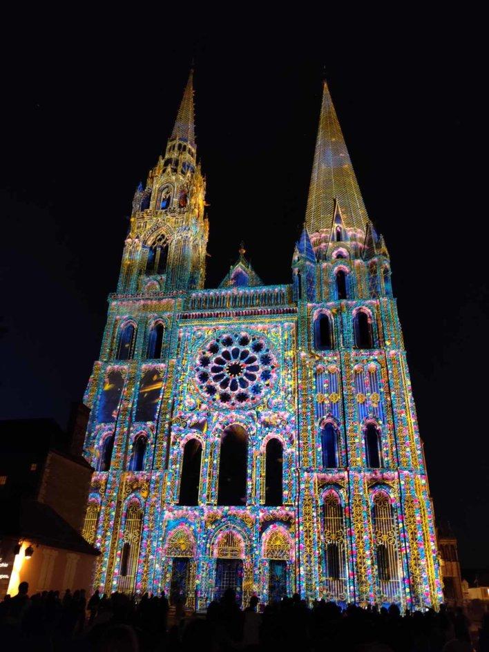 Cathédrale de Chartres illuminée lors du festival Chartres en lumières