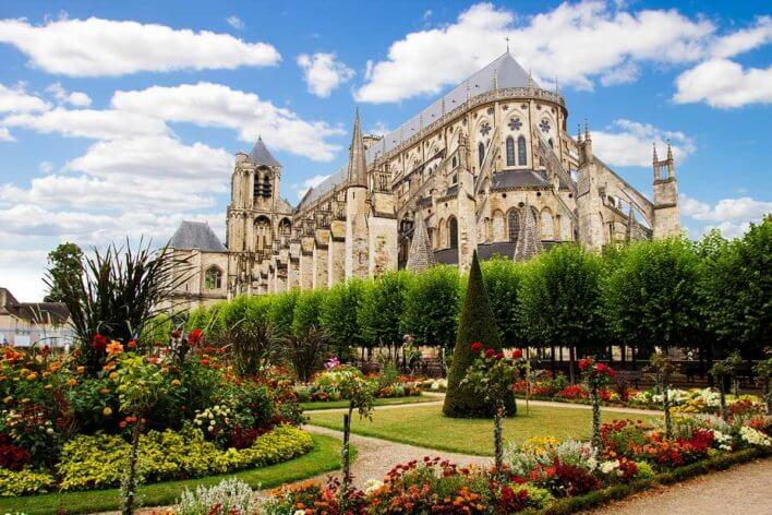 Cathédrale de Bourges vue depuis le jardin de l'Archevêché