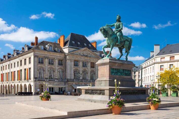 Monument de Jeanne d'Arc sur la place de Martroi à Orléans