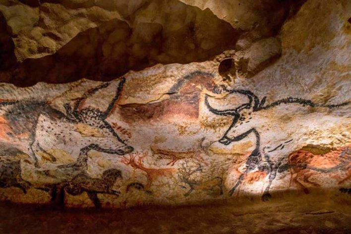 Paroi gauche de la salle des Taureaux de la Grotte de Lascaux