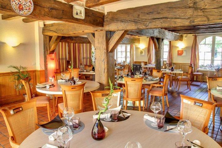 Terrasse intérieure de L'Auberge du Cheval Blanc