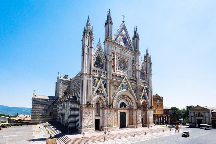 Vue de la façade de la Cathédrale d'Orvieto Duomo di Orvieto