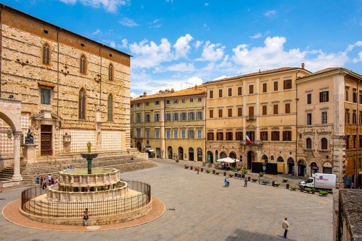 Vue sur la Fontana Maggiore et la Piazza IV Novembre à Pérouse en Ombrie