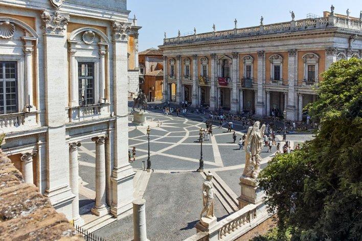 Façade et place des musée du Capitole (palais Neuf et palais des Conservateurs)