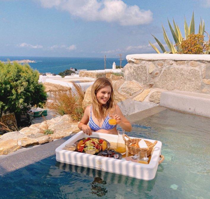 cocktail et piscine