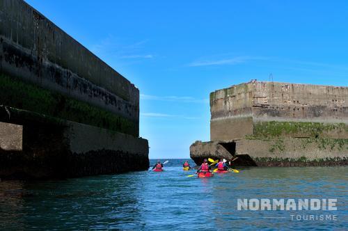 Expérience Normande : pontons d'Arromanches en kayak