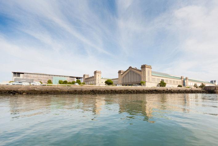 Vue de la Cité de la Mer prise du port de plaisance