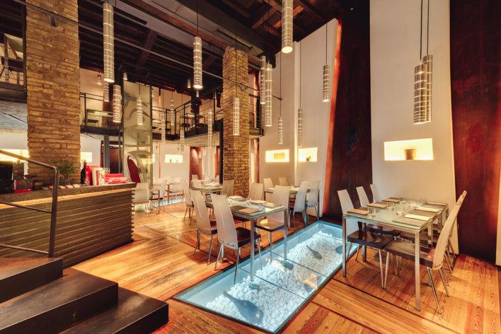 Glass Hosteria