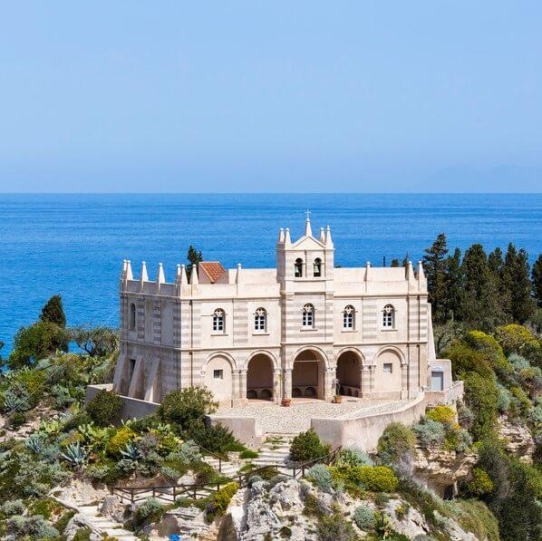 Eglise byzantine de Santa Maria dell'Isola emblème de Tropea